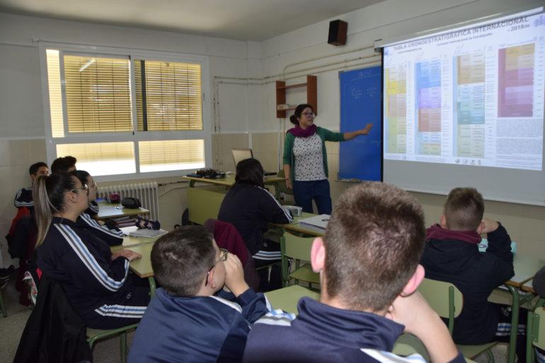 El Día de la Mujer y la Niña en la Ciencia divulga conocimiento en las aulas de secundaria con la científica Mayte Pedrosa.