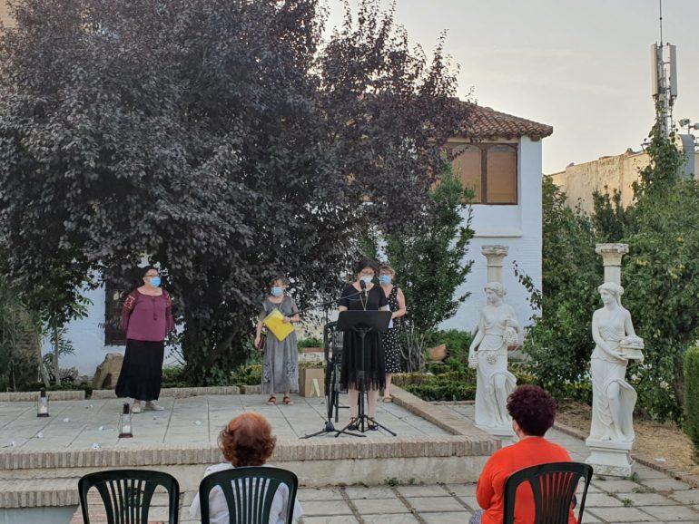 """La antología poética """"El vuelo de la arcilla"""" se presentó al público el pasado sábado en la Fundación Visconti de Guadix."""