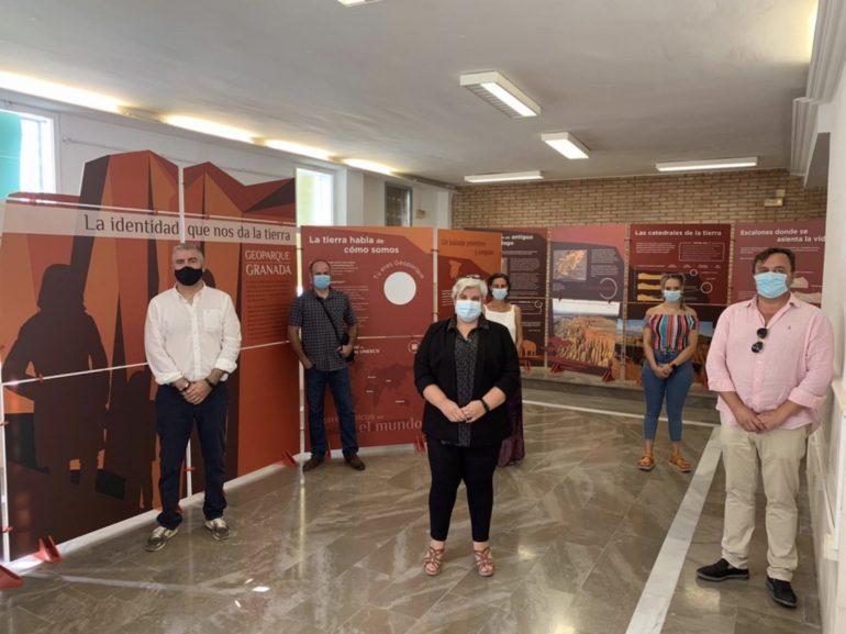 """La exposición itinerante """"La identidad que nos da la Tierra"""" recorrerá los 47 municipios del Geoparque de Granada."""