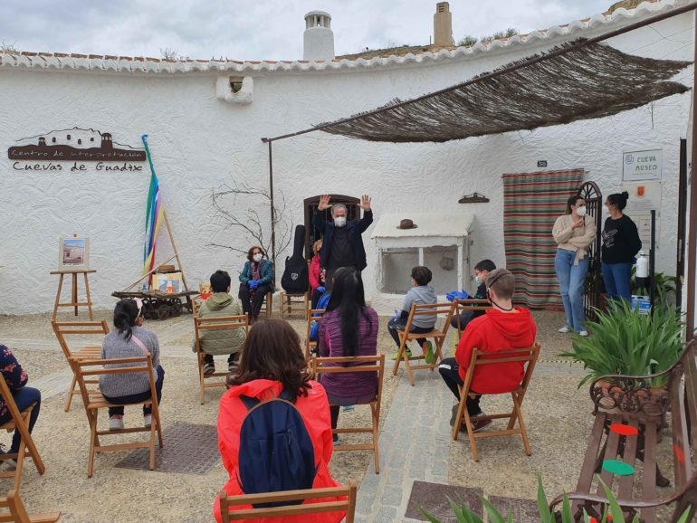 """La Cueva Museo-Centro de Interpretación Cuevas de Guadix celebró este viernes el taller demostrativo """"Jugando en la placeta"""""""
