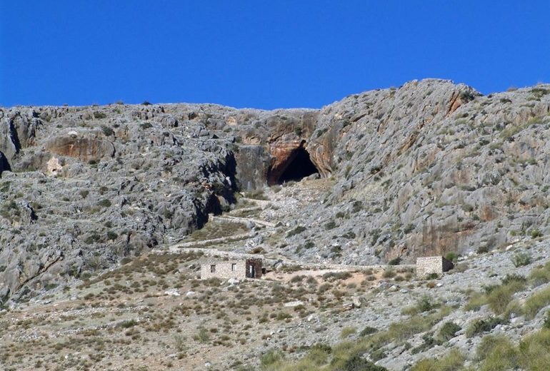 Darro ofrecerá en su primer sendero señalizado la posibilidad de disfrutar de un recorrido por el entorno de este municipio que atesora un rico pasado Paleolítico.